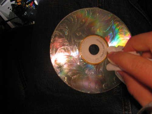 remove scratches from a cd dvd with vaseline petroleum jelly nu netherlands news weblog. Black Bedroom Furniture Sets. Home Design Ideas